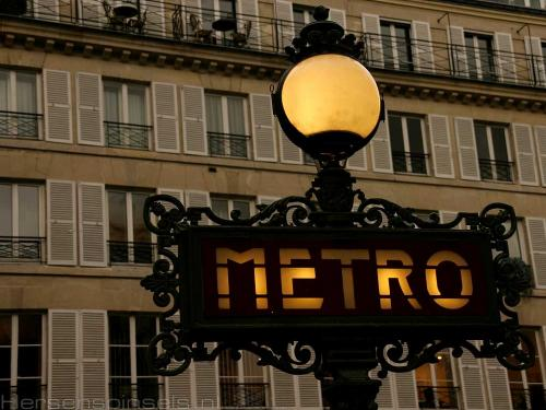 wallpaper: 'Metro 1' - Paris Collection